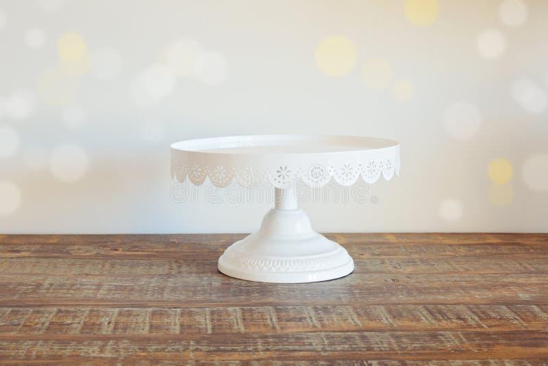 Durcissez le plat sur la table en bois de vintage au-dessus du fond de bokeh photographie stock libre de droits