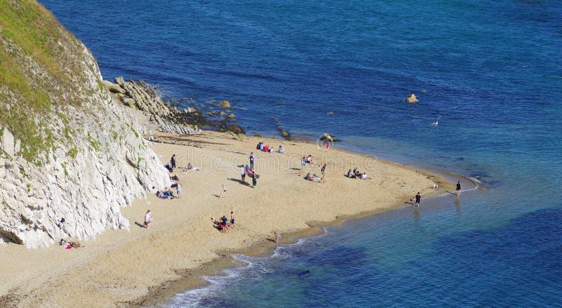 Durdle Door, een van de meest iconische landschappen van de Jurassic Coast tijdens het zomerseizoen stock foto