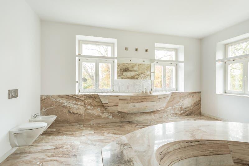 Marmeren Badkamer Vloer : Dure badkamers met marmeren vloer stock foto afbeelding