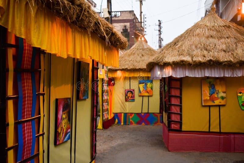 Durga Puja Festival, Kolkata, Bengala Occidental, la India octubre de 2018 - un Pandal ha estructurado en las líneas de casas tra fotos de archivo libres de regalías