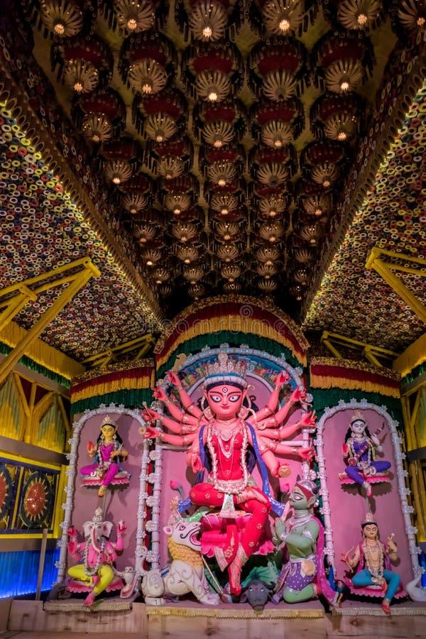 Durga Puja, tambi?n llamada Durgotsava, es un festival hind? anual en el subcontinente indio que venera a la diosa Durga imágenes de archivo libres de regalías
