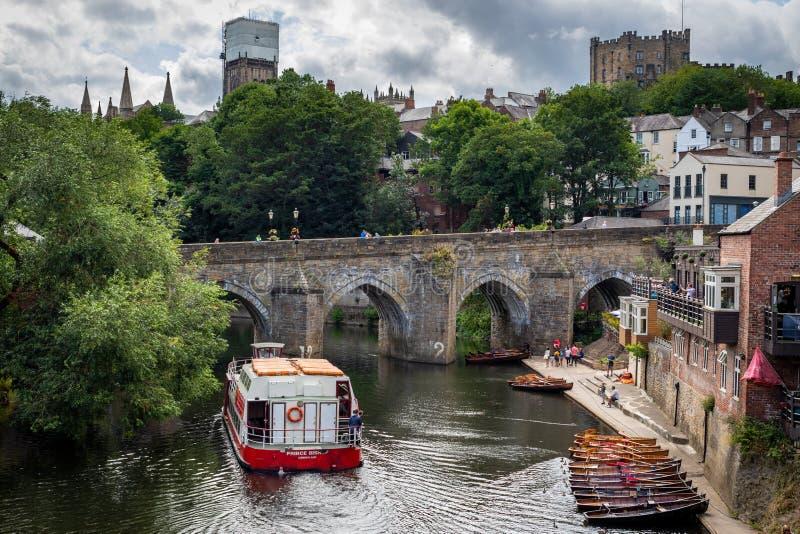 Durham Förenade kungariket - Juli 30, 2018: Sikt av Elvet broove arkivfoto