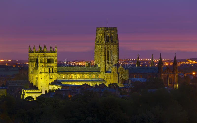Durham-Kathedrale nachts stockfotos