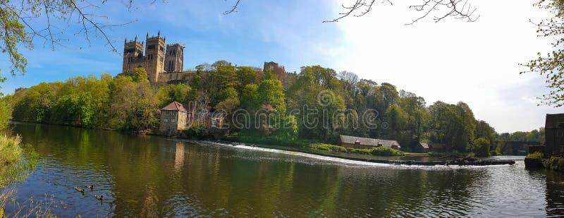 Durham-Kathedralen-und -fluss-Abnutzung im Frühjahr in Durham, England stockfotos