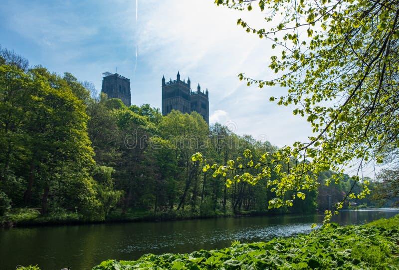 Durham-Kathedralen-und -fluss-Abnutzung im Frühjahr in Durham, England stockfoto