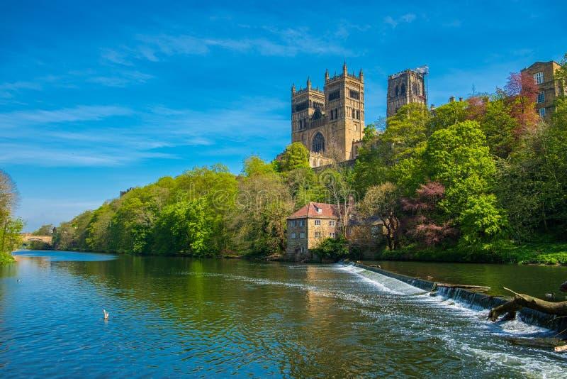 Durham-Kathedralen-und -fluss-Abnutzung im Frühjahr in Durham, England lizenzfreie stockbilder