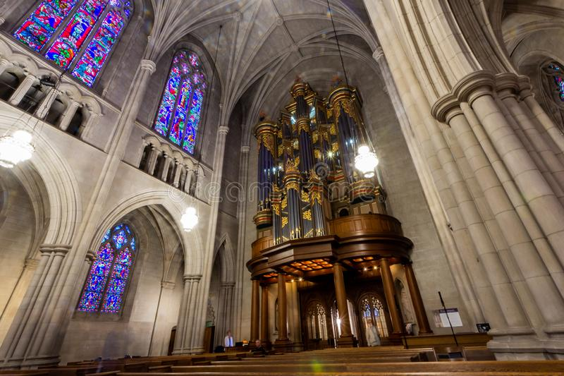Durham, NC / Estados Unidos - Octubre 13, 2019 - Vista panorámica del órgano en la capilla de la Universidad de Duke fotos de archivo