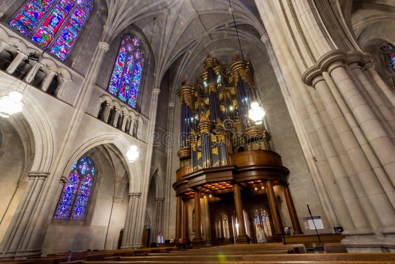 Durham, NC/Förenta staterna - Okt 13, 2019 - Landscape view of the organ at Duke University Chapel arkivfoton