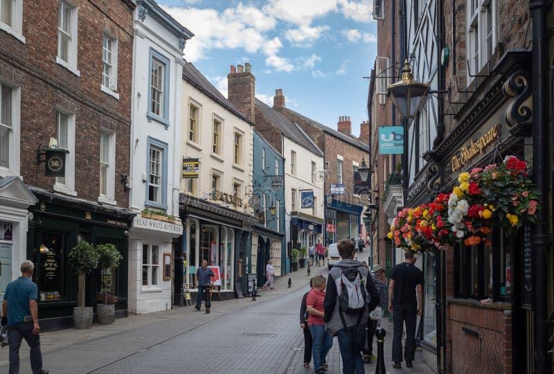 Durham, Regno Unito - 30 luglio 2018: Strada dei negozi in un cen immagine stock libera da diritti
