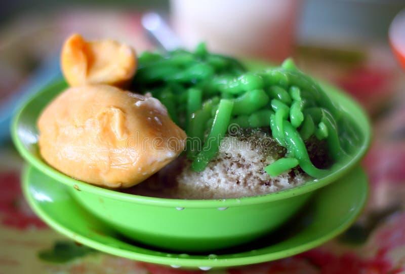 Durian Cendol, een bevroren zoet dessert dat druppeltjes van de groene gelei van de rijstbloem bevat royalty-vrije stock fotografie