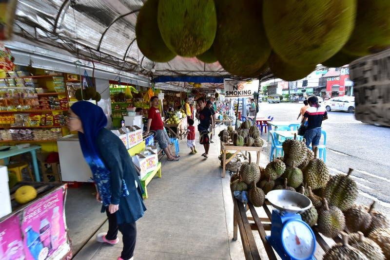 Download Durian am lokalen Markt redaktionelles stockbild. Bild von nahrung - 106800709