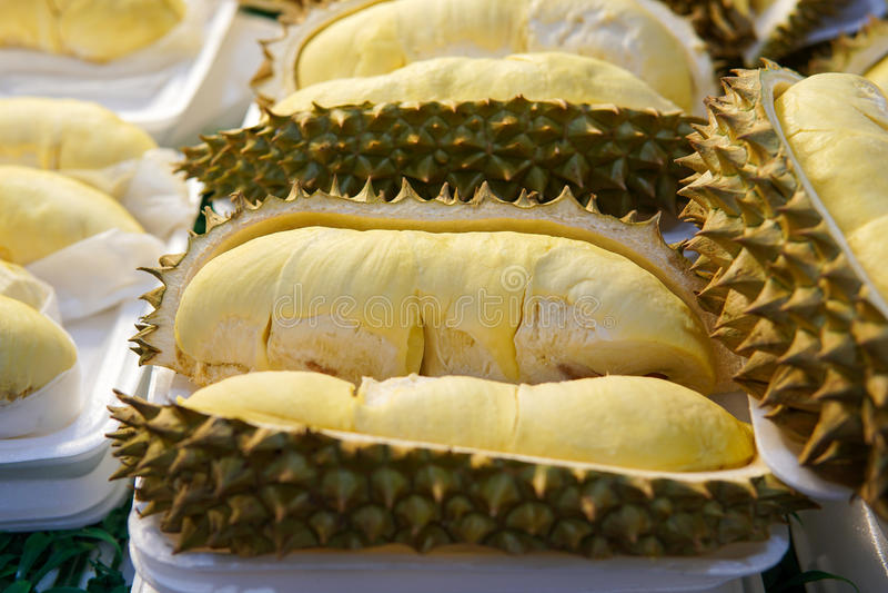 Durian na bandeja imagens de stock royalty free