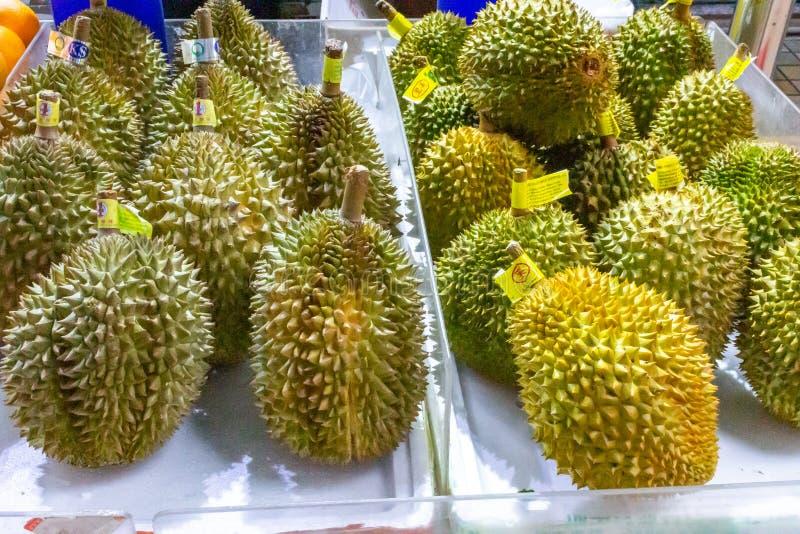 Durian owoc dla sprzedaży w lokalnym rynku zdjęcie stock