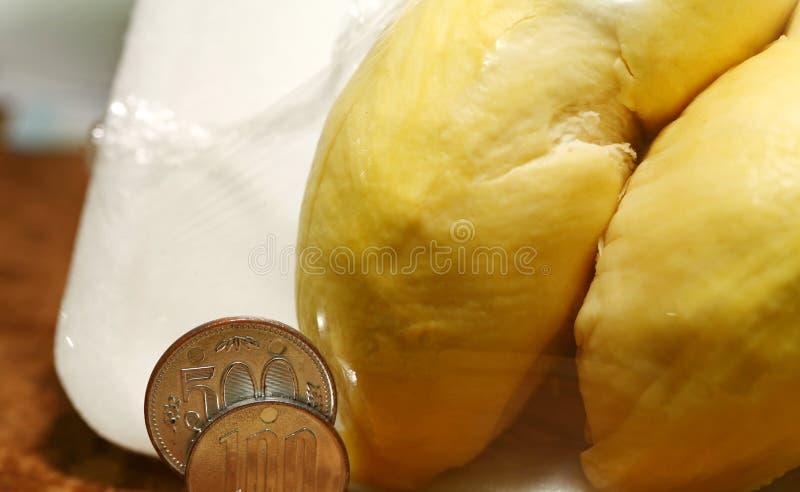 Durian in pakscène stock afbeelding