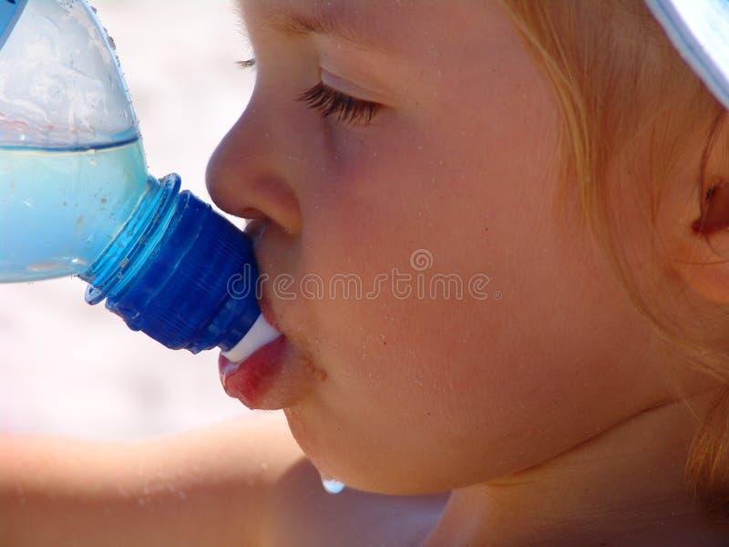 Durstiges Mädchen lizenzfreies stockbild
