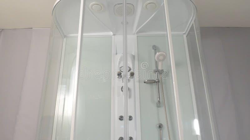 Duschkabine Schieben des Mechanismus einer Duschkabine Duschkabine, Stall stockfoto
