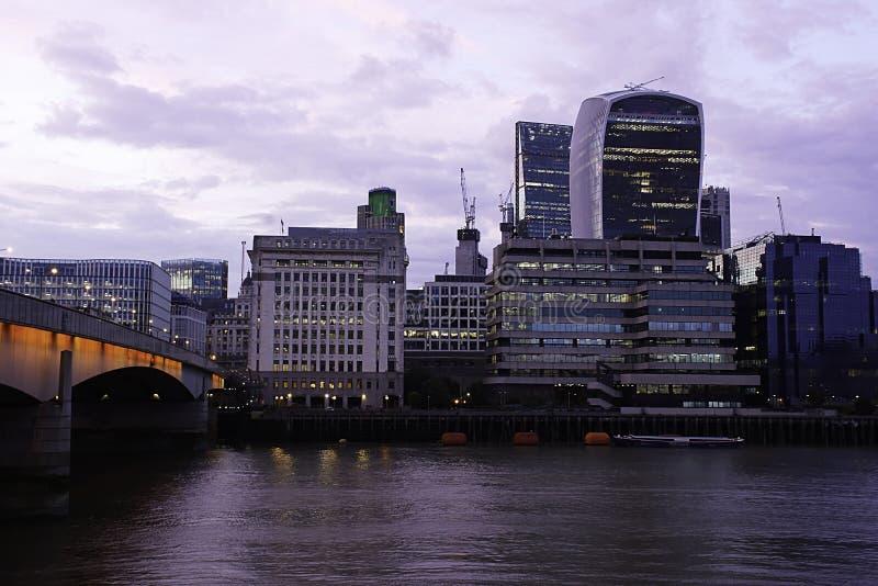 dusk Λονδίνο πόλεων στοκ φωτογραφίες με δικαίωμα ελεύθερης χρήσης