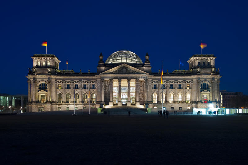 dusk του Βερολίνου reichstag στοκ φωτογραφία