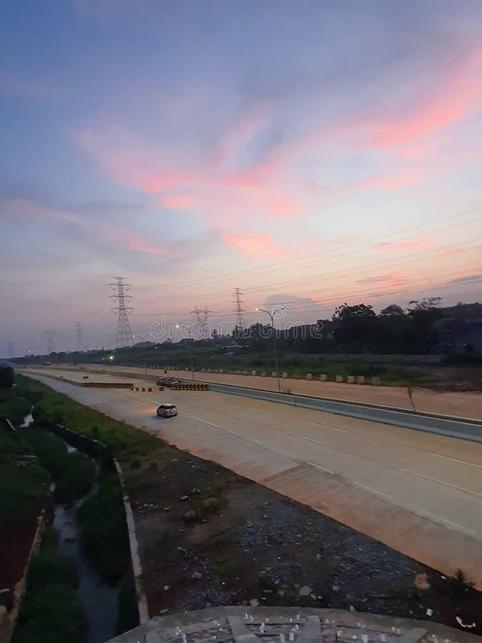 Dusk auf der Autobahn Richtung Depok West Java Indonesien stockbilder