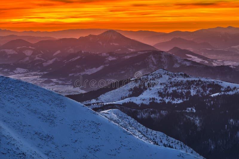 Dusk aus dem Prislop-Berg in der Westtatra lizenzfreie stockfotos
