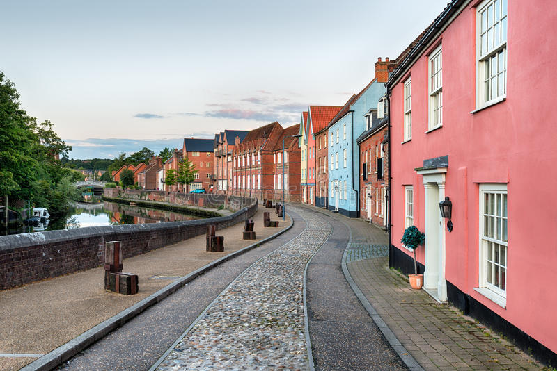 Dusk in Norwich. Cobbled streets and pretty houses alongside the river Yare at Norwich in Norfolk stock photo