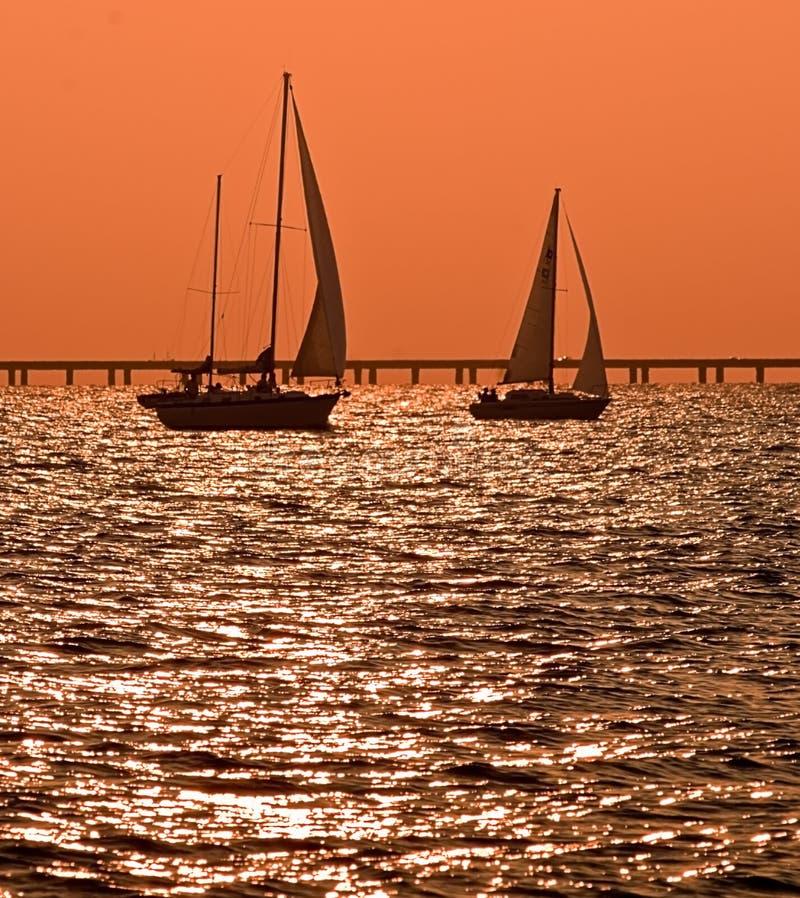 dusk sailboats δύο στοκ εικόνες