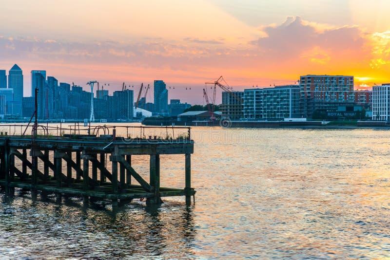 duskt的金丝雀码头,伦敦,英国 库存照片