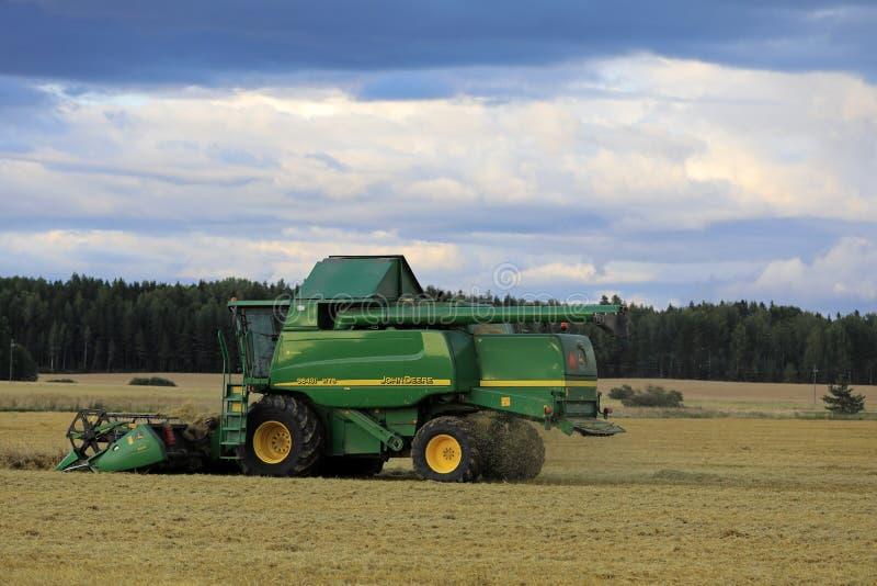 Dusktime John Deere Harvest royalty-vrije stock foto's