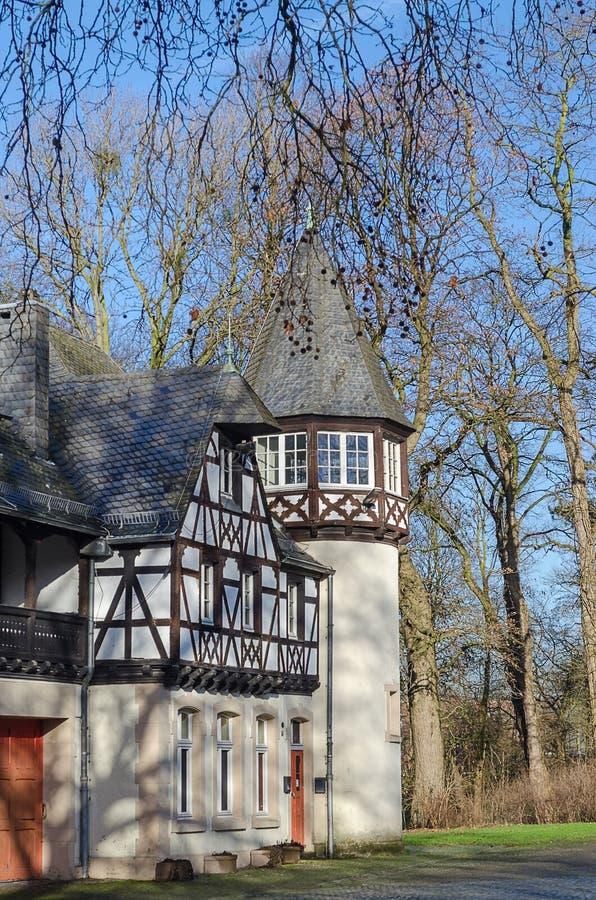 Dusseldorf, Duitsland - mening van oude huizen in park royalty-vrije stock afbeeldingen