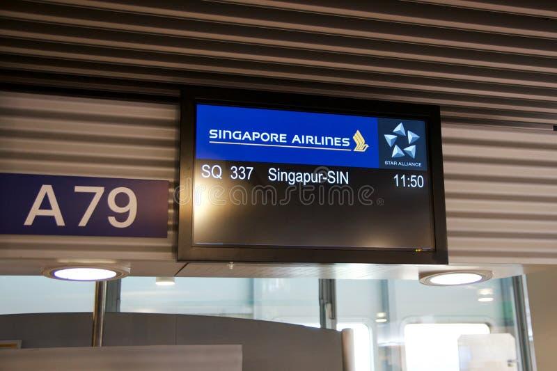 DUSSELDORF - JULI 22, 2016: Singapore Airlines: Öppnings- flyg som är klart att stiga ombord royaltyfri fotografi
