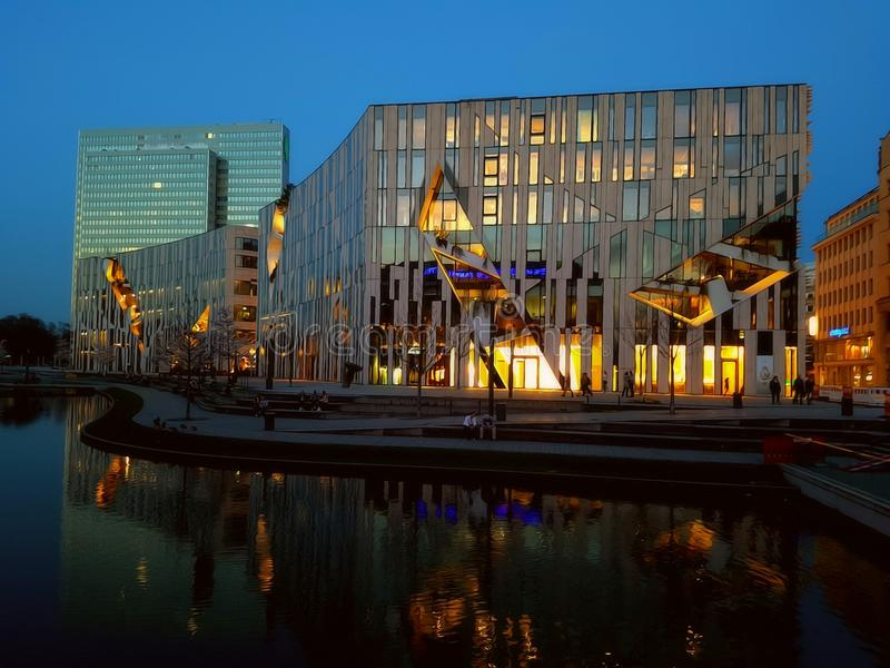 Dusseldorf la nuit photos stock