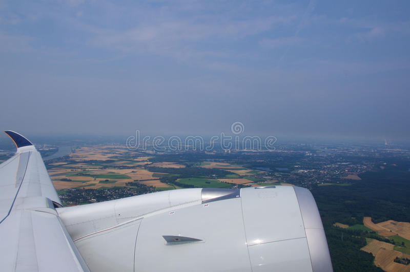 DUSSELDORF - 22nd JULI 2016: Start för Singapore Airlines flygbuss A350 av det öppnings- flyget royaltyfri foto