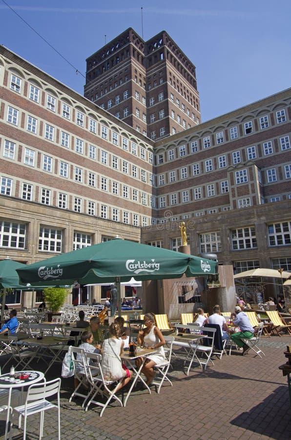Download Dusseldorf Plaza redaktionell arkivfoto. Bild av bostads - 37348678