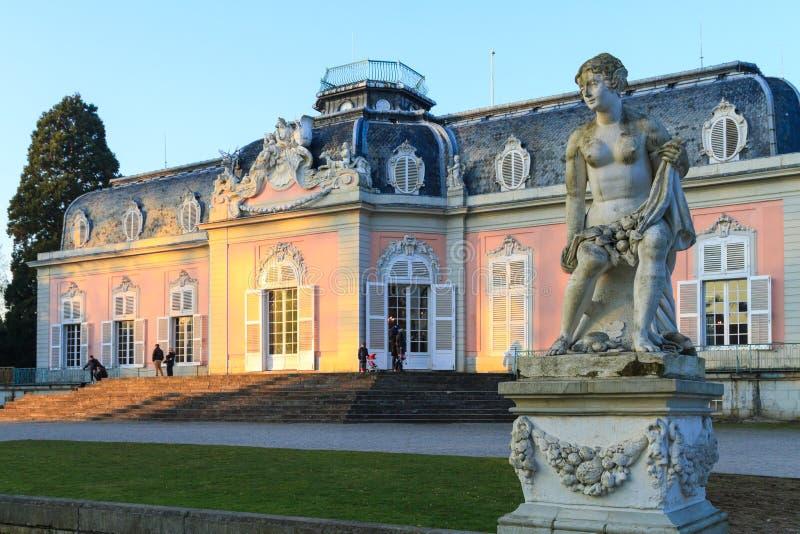 Dusseldorf, Reno-Westphalia norte, Alemanha - 22 de janeiro de 2017 Castelo Benrath imagem de stock