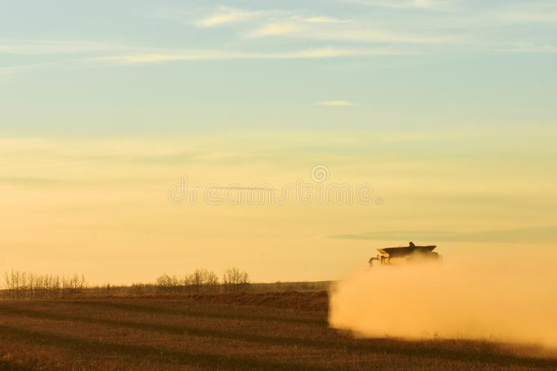 Dusty Combine Harvester fotos de stock royalty free