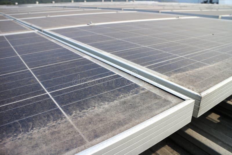 Dusty Photovoltaic Panels sucio foto de archivo
