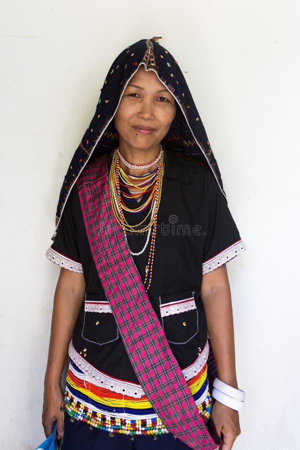 Dusun etnisk traditionell dräkt arkivfoton