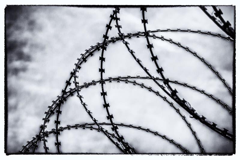 Dusząca żyletka drutu bariera fotografia royalty free