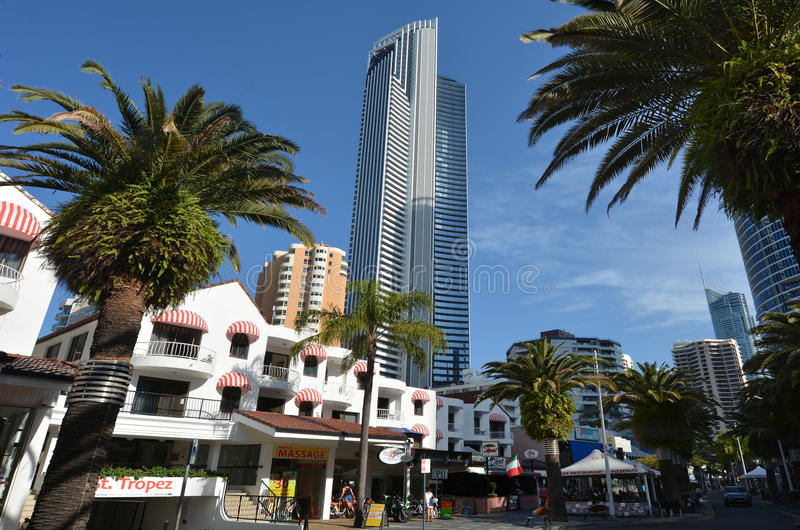 Dusza budynek w surfingowa raju złota wybrzeżu Australia obraz stock