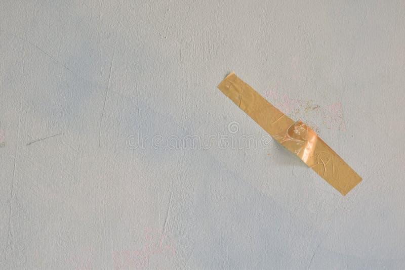 Duto marrom colado na parede fotografia de stock royalty free