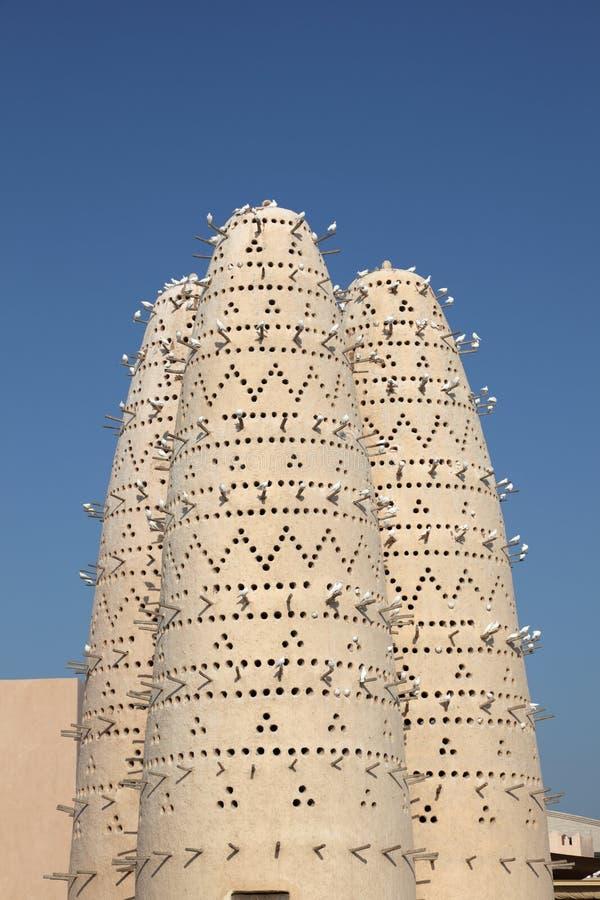 Duvatorn i Doha, Qatar royaltyfria foton