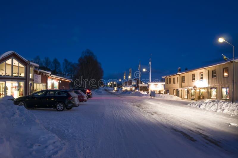 Duved górskiej wioski zimy wieczór fotografia stock