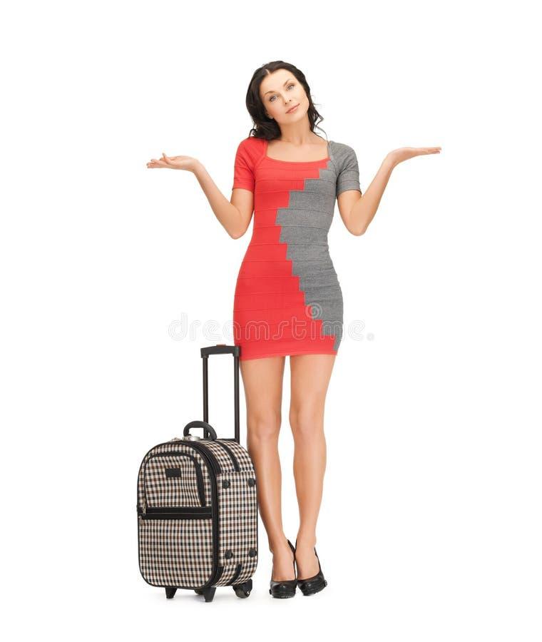 Duvidando a mulher com mala de viagem fotos de stock royalty free