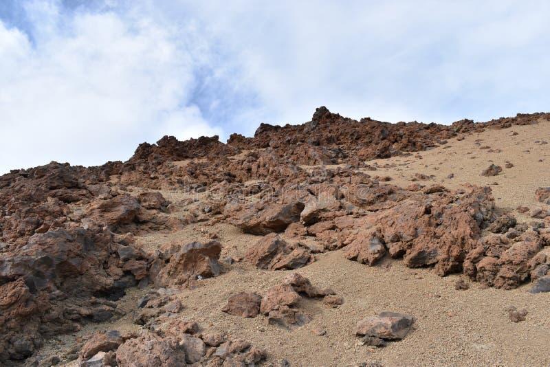 Duzi lawowi kamienie przy wycieczkuje śladem duży sławny wulkan Pico Del Teide w Tenerife, Europa obraz stock