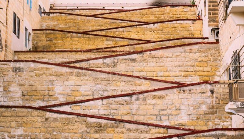 Duzi pi?kni schodki w Senglea, Malta obrazy stock