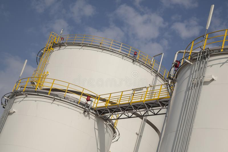 Duzi zbiorniki dla ropa i gaz zdjęcia stock