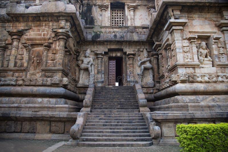 Dvarpalas eller förmyndare på ingången av den huvudsakliga helgedomen, Gangaikonda Cholapuram, Thanjavur, Tamil Nadu arkivbild