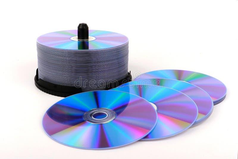 DVD, диск КОМПАКТНОГО ДИСКА на белой предпосылке, изолированном конце-вверх, стоковое изображение