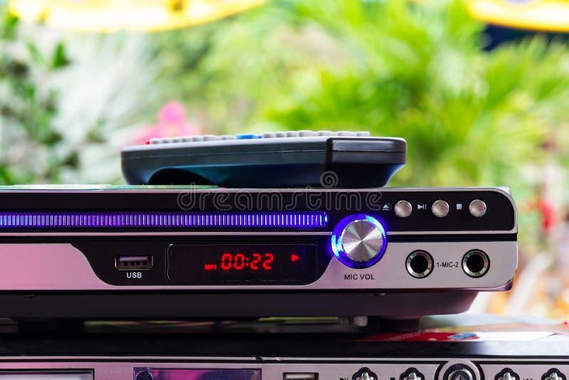DVD-Spieler mit Fernbedienung lizenzfreies stockbild