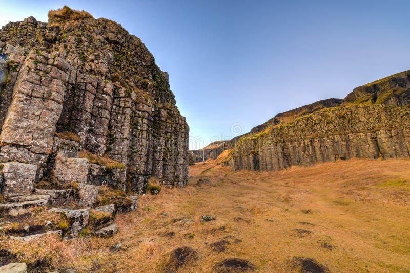 Dverghamrar basaltkolonner, Island arkivbild